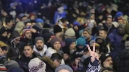 Rumunsko zmiernilo pravidlá proti korupcii, ľudia vyšli do ulíc