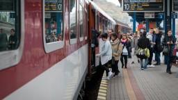 Na železniciach pribudnú dvojjazyčné tabule, v Európe sú štandardom