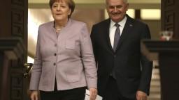Nemecko prijme každý mesiac z Turecka stovky utečencov, sľúbila Merkelová