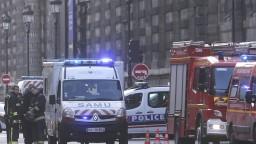 Poplach vo francúzskom Louvri. Vojak na stráži spustil ostrú paľbu