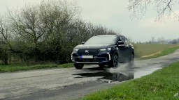 Motoring: Kompaktné SUV DS7 Crossback a vynovený Land Rover Defender