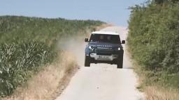 Motoring: Legenda Land Rover Defender v prestrojení / S Fiat Pandou Cross na hríby