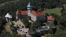 Rozprávkový Smolenický zámok láka turistov už niekoľko storočí
