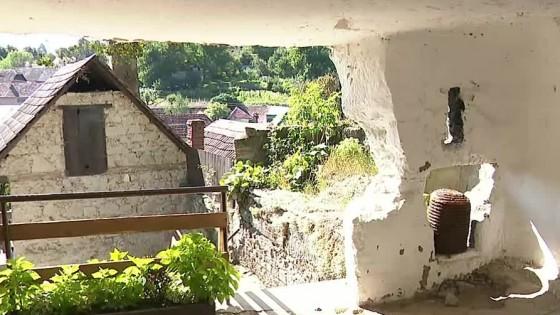 Skalné obydlia v Brhlovciach ponúkajú pohľad do histórie a zároveň ukážu, že sa v nich dá stále žiť