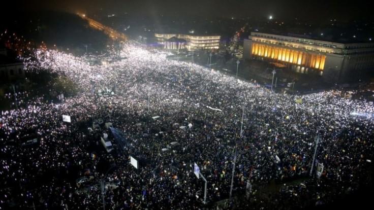 romania-protest-12097-0fe7cd6d5d4644c396cc702a6486f470_0a000002-23f9-58b1.jpg