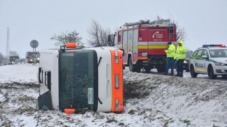 autobus-havaria-nehoda-policia-1140-px-tasr-roman-hanc_0a000002-b091-d09c.jpg