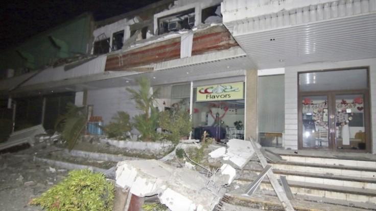 filipiny-zemetrasenie-trosky-1140-px-sita-ap_0a000002-27b3-f186.jpg