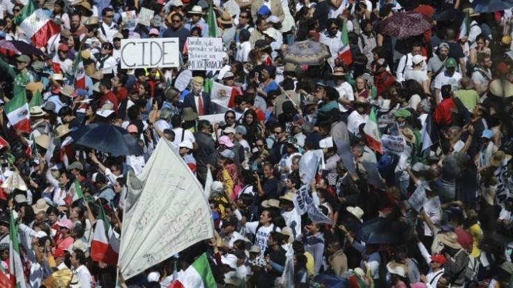 mexico-anti-trump-march-57206-60a328ca256f40a387feffa34c4fb8df_0a000002-3e6c-27f1.jpg