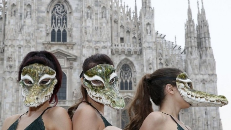 italy-fashion-week-protest-94533-00051e3d467f4cee8321990f1f3f97e9_0a000002-4336-ea8e.jpg