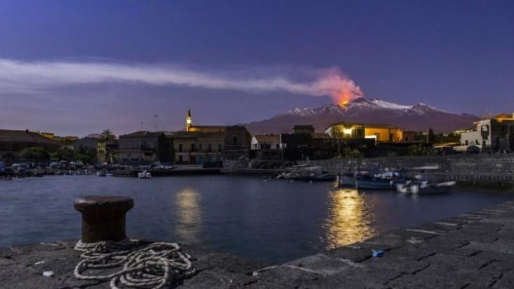 italy-etna-volcano-50296-7fb089cbf8da45b0ab17aba4f0f4777c_0a000002-f34b-ce3f.jpg