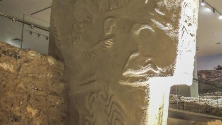 gobekli-tepe-vulture-stone_0a000002-2949-74c7.jpg
