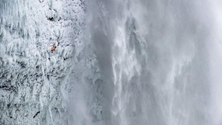 mammut-climber-dani-arnold-climbs-frozen-helmcken-falls-10485-ce72c532f4544ac3a711e418a78226c6-1_7f000001-fccc-a622.jpg