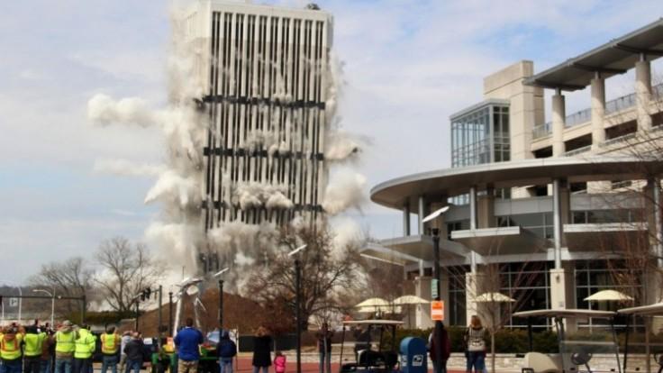 building-implosion-93929-6f921235c3384727b59aea67f2497356_7f000001-a9ef-a092.jpg