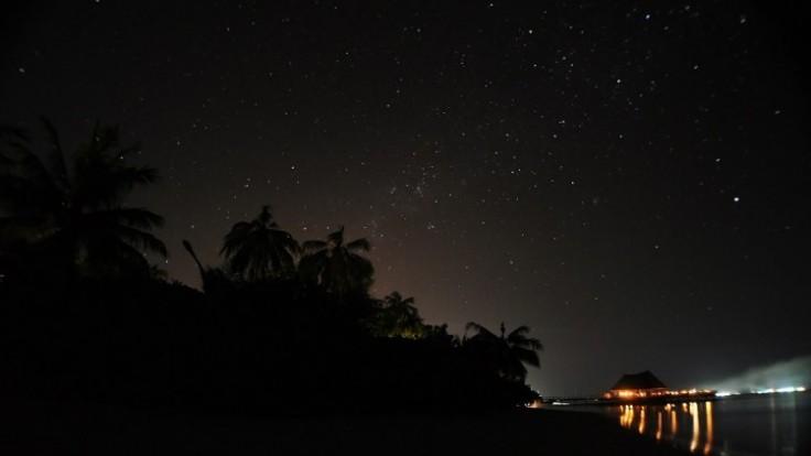 earth-hour-bandos-maldives-3392855180_c0a80401-fd8b-e45e.jpg
