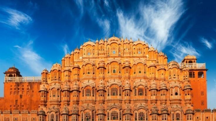 hawa-mahal-palace-of-the-winds-jaipur-rajasthan-depositphotos-77574658-xl-2015_0a14036f-2875-a5eb.jpg