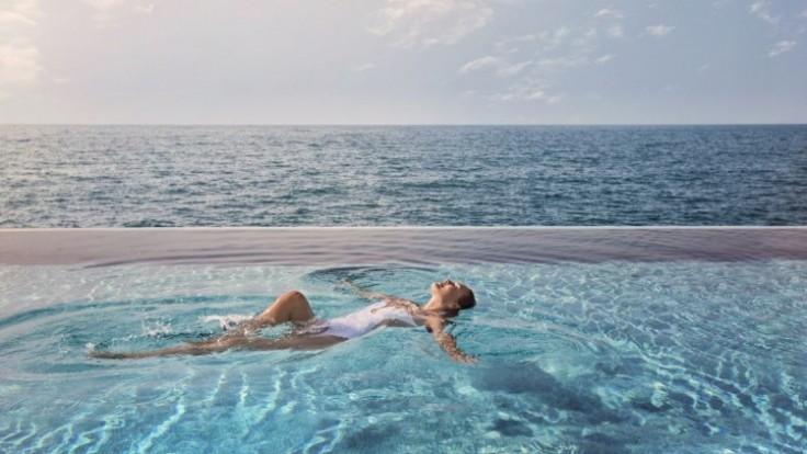 burj-al-arab-jumeirah-the-terrace-salt-pool_0a140370-a0ab-ca44.jpg