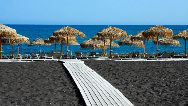black-beach-depositphotos-39843341-original_c0a80401-0f56-72ff.jpg