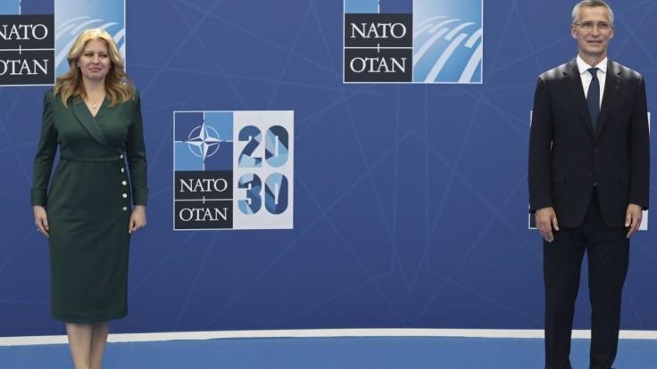 Generálny tajomník NATO Jens Stoltenberg (vpravo) a Zuzana Čaputová