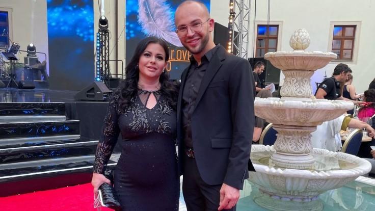 Generálna riaditeľka TA3 Mirjana Hron Sikimič s Jozefom Harhovským, majiteľom salónu krásy Runway Care & Beauty Bratislava.
