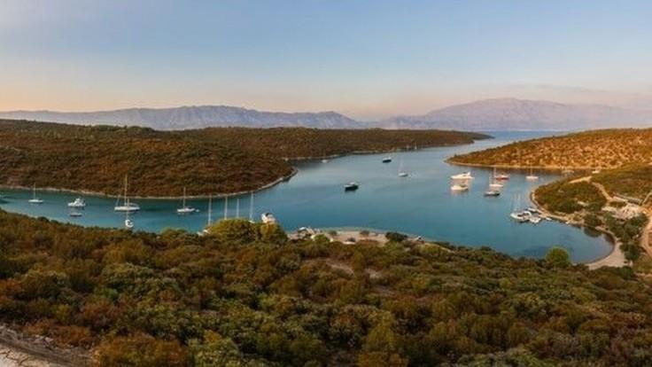 Romantické zátoky v okolí Povlje na ostrove Brač.