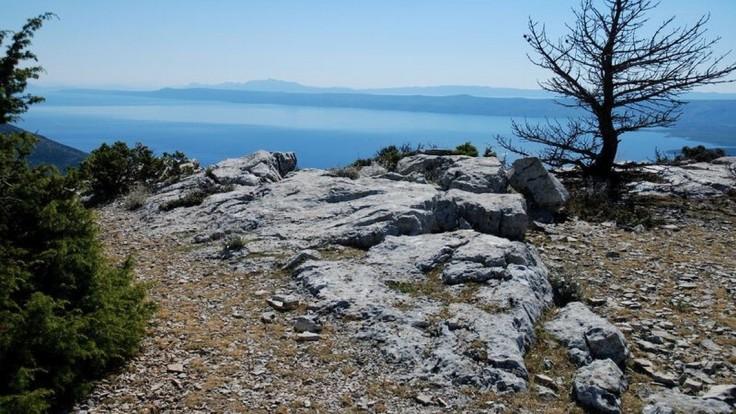 Pohľad z Vidovej gory na ostrove Brač.