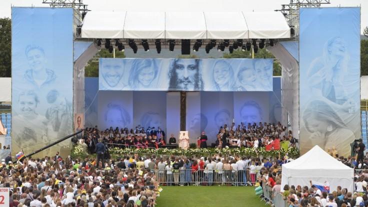 Program stretnutia tvorili svedectvá mladých, dialóg so Svätým Otcom a jeho príhovor
