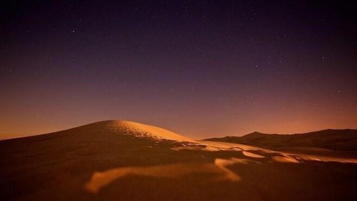 Noc v púšti.