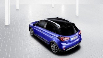 hyundai-i20-active-facelift-3-4-rear-roof_0fdc591d.jpg