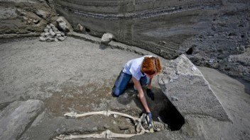 italy-pompeii-skeleton-17160-99555a5062a846b1977cc6c21a31dbc7_52b20bae.jpg
