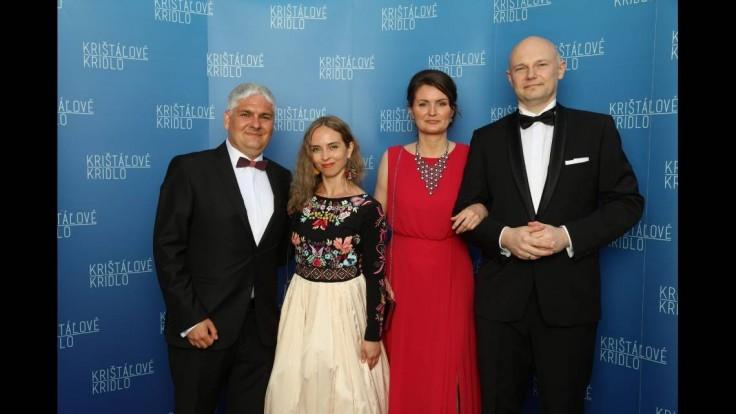 Vedci Pavol Čekan a Boris Klempa s manželkami.