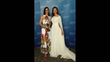Danka Barteková a Eva Gažová počas udeľovania ocenení Krištáľové krídlo.