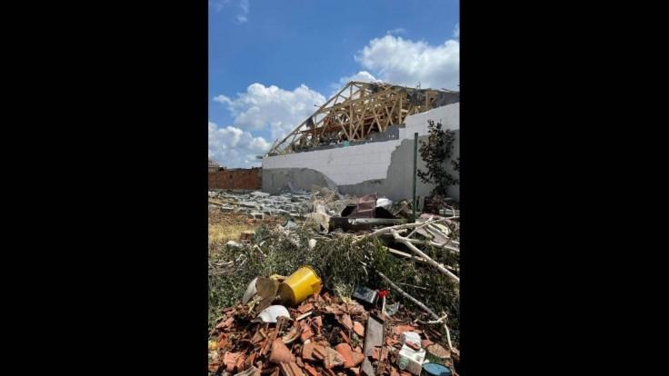 Obec Hrušky je po tornáde zničená.