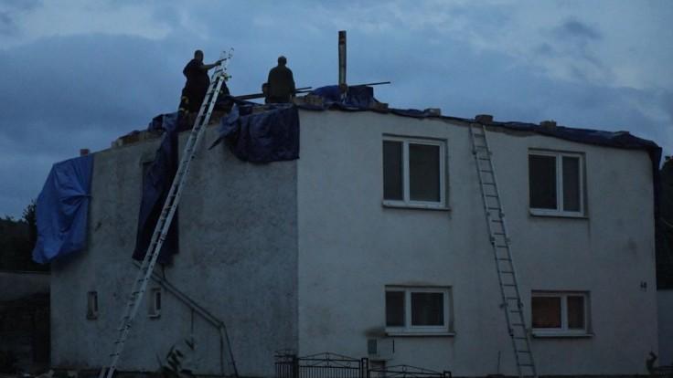 Obcou Petkovce sa prehnalo tornádo