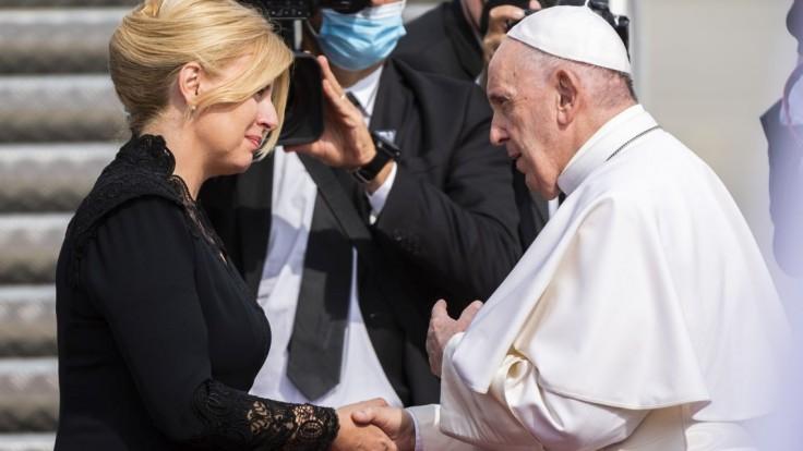 Pápež odlieta